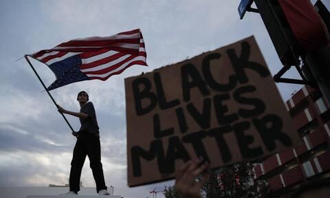 «Εμφύλιος» στις ΗΠΑ για τη δολοφονία του Τζορτζ Φλόιντ: Νεκροί, άγρια επεισόδια και ξυλοδαρμοί(vids)
