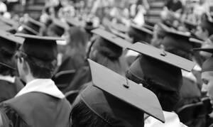 Κορονοϊός: Η αποφοίτηση σε σχολείο που έγινε viral -Δείτε τι έκαναν μαθητές και καθηγητές (pics)