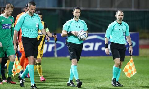 Super League: Επιστροφή με ελληνικές «σφυρίχτρες» και αναμονή για την γραμμή του οφσάιντ