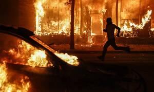 Χάος στις ΗΠΑ μετά το φόνο του Τζορτζ Φλόιντ: Λεηλατούν κατάστημα σε δευτερόλεπτα