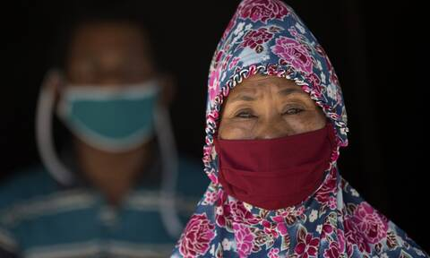 Κορονοϊός Ινδονησία: Μια γυναίκα 100 ετών που είχε νοσήσει με covid-19 ιάθηκε
