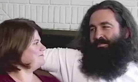 Ξυρίστηκε μετά από χρόνια – Δεν τον αναγνώριζε η γυναίκα του!