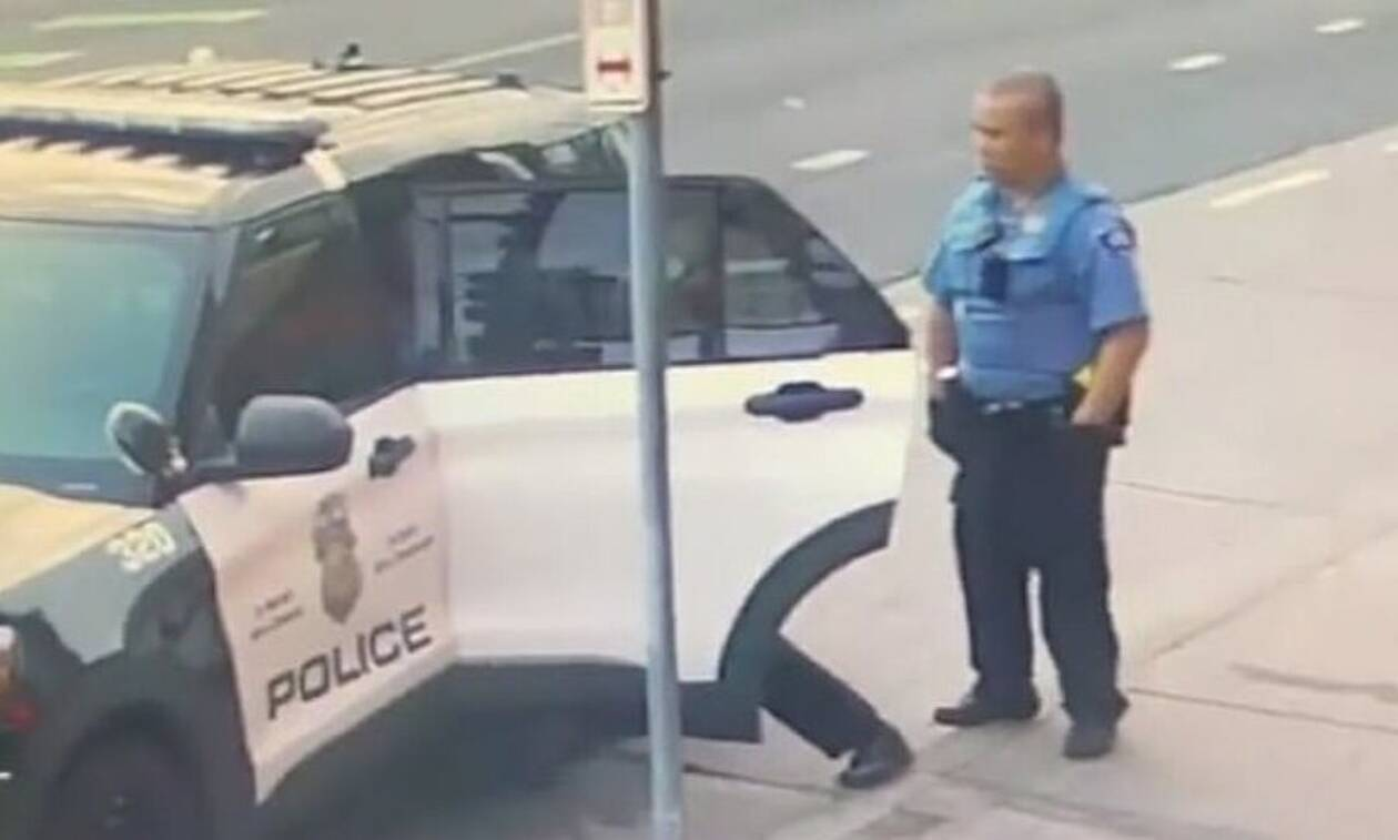 Τζορτζ Φλόιντ: Νέο βίντεο ντοκουμέντο - Τον χτυπούσαν μέσα στο περιπολικό