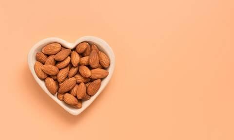 Αμύγδαλα: Πόσο μειώνουν τον καρδιαγγειακό κίνδυνο (έρευνα)