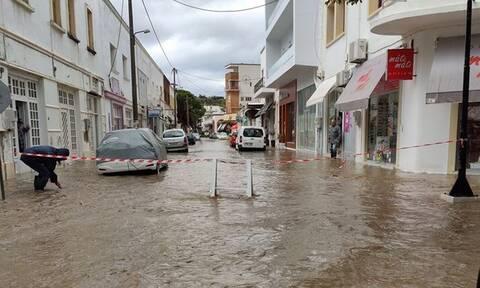 «Πνίγηκε» η Λέρος: Ο δήμαρχος ζητά να κηρυχθεί το νησί σε κατάσταση έκτακτης ανάγκης (pics)