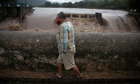 Ελ Σαλβαδόρ: Η τροπική καταιγίδα Αμάντα σάρωσε τα πάντα στο πέρασμα της - Είκοσι νεκροί