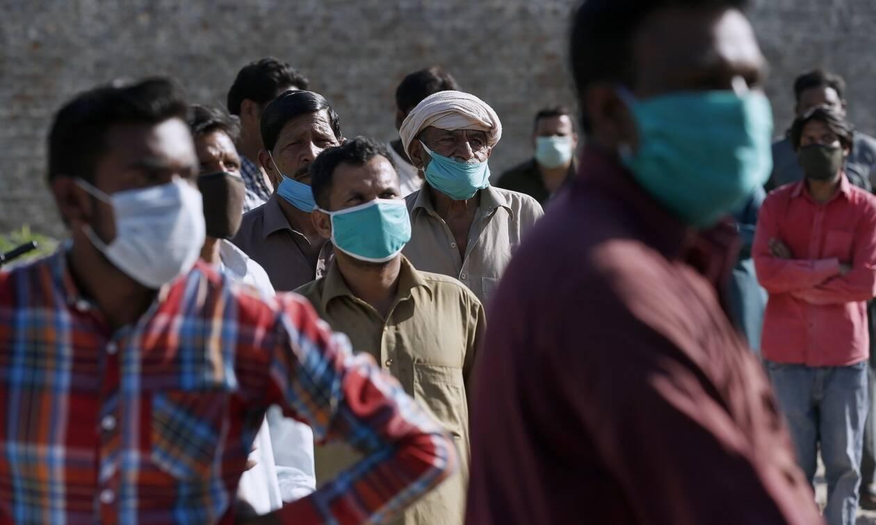 Κορονοϊός στο Πακιστάν: Ο πρωθυπουργός καλεί τους πολίτες «να ζήσουν με τον ιό»