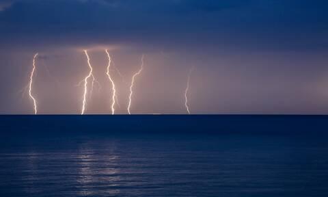 Έκτακτο δελτίο ΕΜΥ: Με καταιγίδες η Τρίτη - Έντονα φαινόμενα σε αρκετές περιοχές (pics+vid)