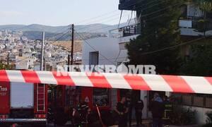 Φωτιά ΤΩΡΑ σε διαμέρισμα στη Βούλα - Πληροφορίες για έναν εγκλωβισμένο
