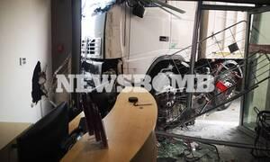Τραγωδία στην Πειραιώς: Νεκρός ο οδηγός του φορτηγού που «μπούκαρε» σε μαγαζί μετά από έμφραγμα