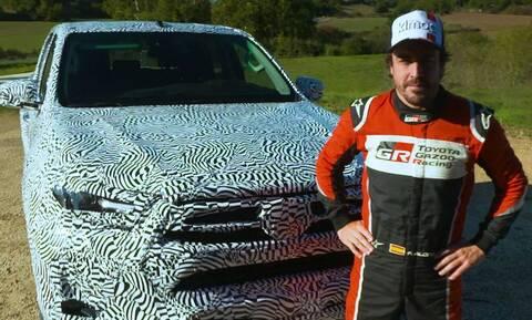 O Fernando Alonso δοκιμάζει το νέο Toyota Hilux με νέο κινητήρα 2.800 κυβικών