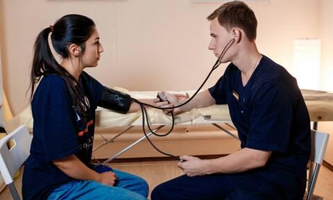 Αρτηριακή πίεση στα 30-40: Οι τιμές που προβλέπουν τον καρδιαγγειακό κίνδυνο (έρευνα)