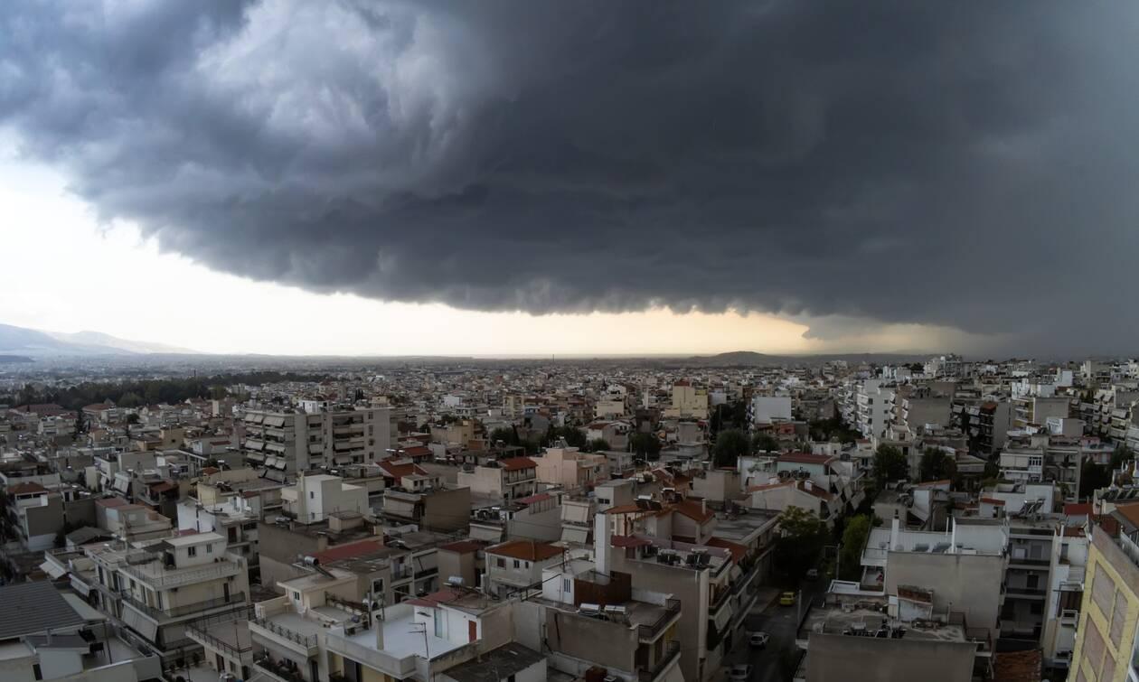 Καιρός: Ισχυρή καταιγίδα σάρωσε την Αττική - Πού διακόπηκε η κυκλοφορία