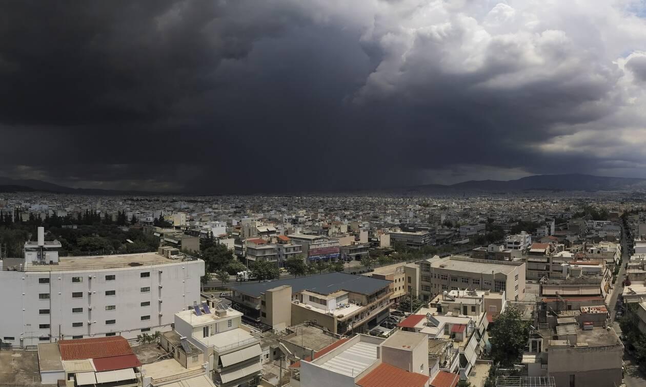 «Ανοιξαν» οι ουρανοί: Εντυπωσιακό βίντεο από την καταιγίδα που σάρωσε την Αθήνα