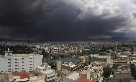 «Άνοιξαν» οι ουρανοί: Εντυπωσιακό βίντεο από την καταιγίδα που σάρωσε την Αθήνα