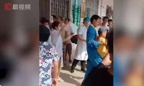 Κίνα-Τρόμος σε δημοτικό σχολείο: 40 τραυματίες από επίθεση με μαχαίρι