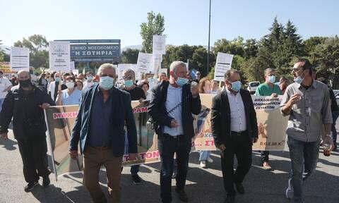 Συγκέντρωση διαμαρτυρίας από την ΠΟΕΔΗΝ - Έκλεισε η Μεσογείων (pics)