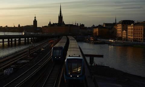 Κορονοϊός Σουηδία: «Ασφυξία» στην οικονομία - Χιλιάδες θάνατοι
