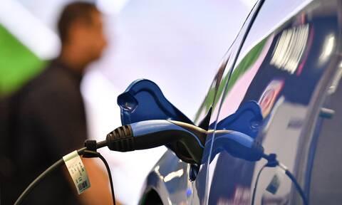 Ηλεκτρικά αυτοκίνητα: Δείτε τα κίνητρα - Έως 8.000 ευρώ επιδότηση για ταξί