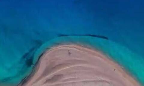 Πού βρίσκεται η μαγευτική παραλία που βλέπουμε στο σποτ για τον τουρισμό