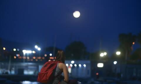 Κι έχει ένα φεγγάρι απόψε... Μάγεψε η πανσέληνος - Συγκλονιστικές εικόνες