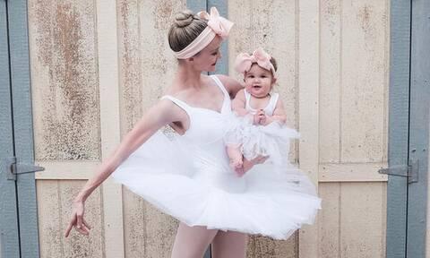 Μαμά μπαλαρίνα εν δράσει φωτογραφίζεται με το μωρό της (pics)