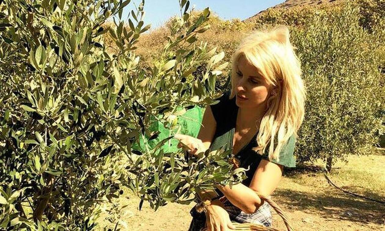 Ελένη Μενεγάκη: Αγρότισσα στην Ανδρο! Το μαγικό μποστάνι της στο νησί