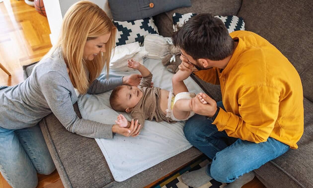 10 τρόποι που οι μπαμπάδες μπορούν να υποστηρίξουν τις νέες μαμάδες