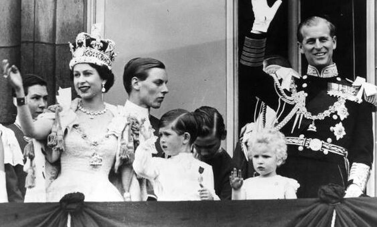 Το μυστικό που έκρυβαν τα παπούτσια της βασίλισσας Ελισάβετ στη στέψη της