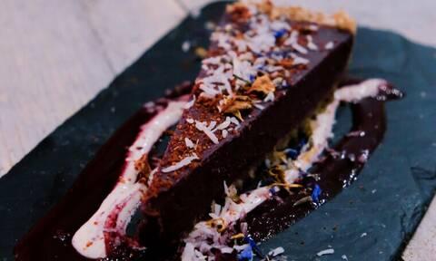 Πώς θα φτιάξεις το πιο yummy κέικ σοκολάτας