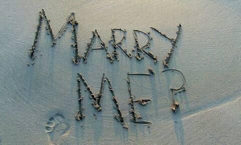 Τι να κάνεις όταν παντρεύεται η πρώην σου