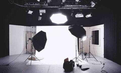 Δύσκολες ώρες για γνωστή παρουσιάστρια – Στην εντατική ο σύζυγός της