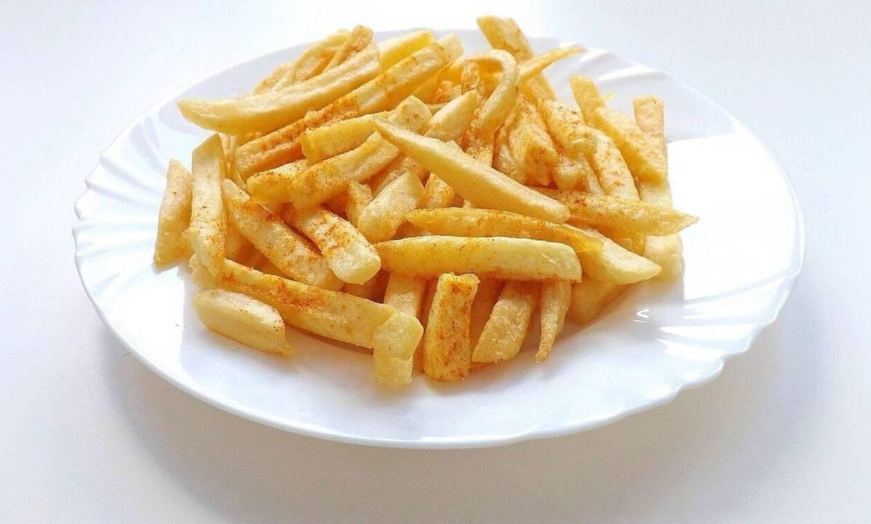 Έτσι θα φτιάξετε τις πιο τραγανές πατάτες τηγανιτές! Τρομερό κόλπο (vid)