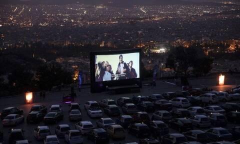 Λυκαβηττός: Μαγικές εικόνες στο drive in της Αθήνας
