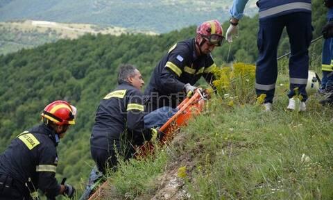 Φρικτό τροχαίο Βέροια: Αυτοκίνητο έπεσε σε χαράδρα - Ένας νεκρός (pics&vid)