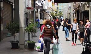 Αγίου Πνεύματος 2020: Πώς θα λειτουργήσουν σούπερ μάρκετ, τράπεζες και εμπορικά καταστήματα