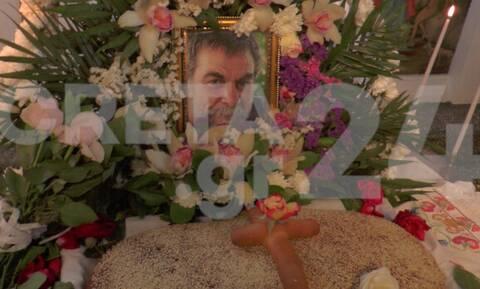 Λευτέρης Καλομοίρης: Συγκλόνισαν με μαντινάδες οι κόρες του στο μνημόσυνο