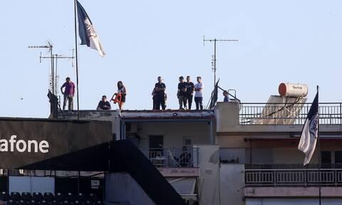 Ο κορονοϊός δεν τους σταμάτησε: Από τις ταράτσες για το ΠΑΟΚ-Ολυμπιακός (photos)