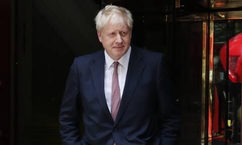 Βρετανία: O Τζόνσον προειδοποιεί - Οι υπεύθυνοι για τον τραυματισμό αστυνομικών θα λογοδοτήσουν