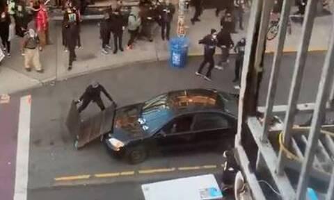 Τζορτζ Φλόιντ: Αυτοκίνητο έπεσε πάνω σε διαδηλωτές και ο οδηγός άνοιξε πυρ