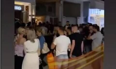 Ναύπακτος: «Βούλιαξε» από κόσμο το βράδυ της Κυριακής (vid)