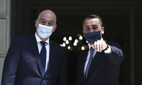 ΑΟΖ: Η ιστορική συμφωνία κλείστηκε με... μάσκες!