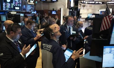 Μικτές τάσεις στη Wall Street - Ρεκόρ ο Nasdaq που αγγίζει τις 10.000 μονάδες
