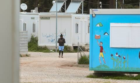 Απάντηση Μηταράκη: Η δομή μεταναστών στις Σέρρες δεν κοστίζει 3,7 εκατ. ευρώ