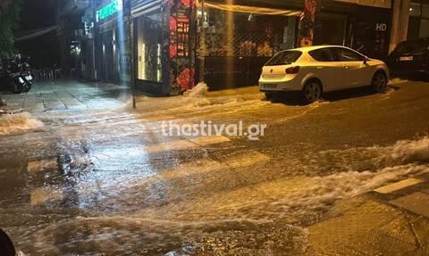 Καιρός: «Άνοιξαν» οι ουρανοί στη Θεσσαλονίκη – Πλημμύρες και χαλάζι (pics&vid)