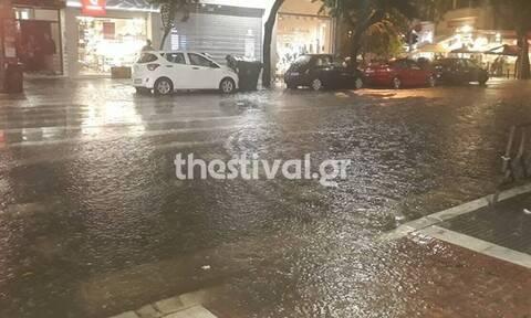 Θεσσαλονίκη: Μέσα σε 20 λεπτά έριξε 10 χιλιοστά βροχής - Ποτάμια οι δρόμοι
