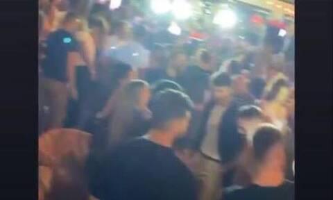 Άλιμος: Λουκέτο και πρόστιμο 20.000 ευρώ σε beach bar για ξέφρενο πάρτι