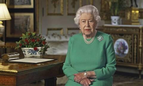 Η βασίλισσα Ελισάβετ γράφει ξανά Ιστορία – Δείτε τι έκανε (pics)