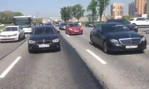 Πολίτες σταμάτησαν την κυκλοφορία - Εξαιρετικός ο λόγος (vid)