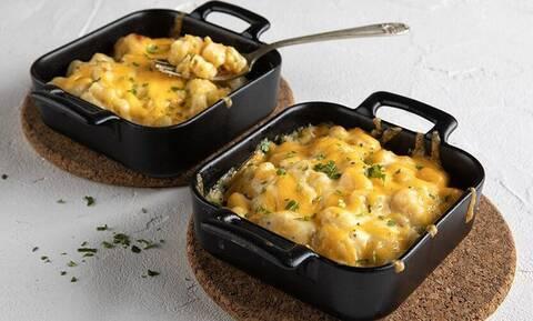 Άκης Πετρετζίκης: Αυτή είναι η συνταγή για το πιο εύκολο mac 'n' cheese